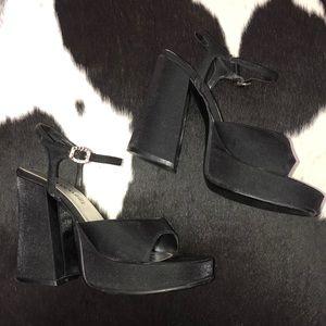Vintage chunky 90's platform heels, size 7